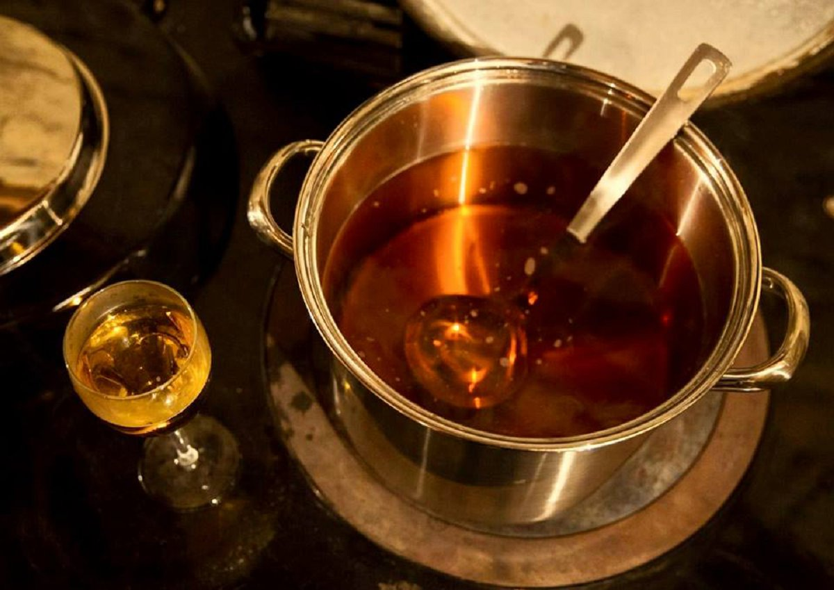 mulled cider wedding welcome drinks